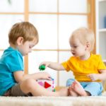 Когда лучше отдавать ребенка в садик?