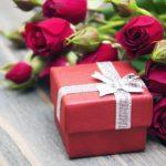 Что подарить знакомым девушкам на 8 марта?