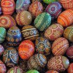 Несколько способов, как покрасить яйца на Пасху