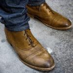 Потертая обувь в моде