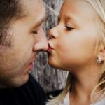 Достраивание неполной семьи: как заменить ребенку отца?